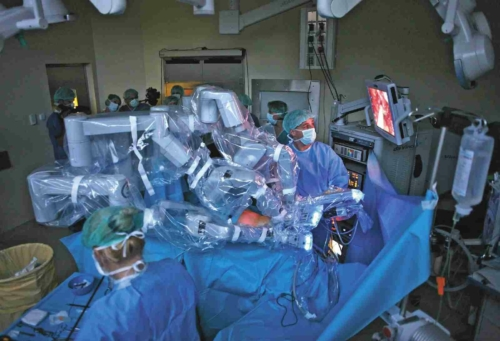 robot-mutet-orvos-korhaz